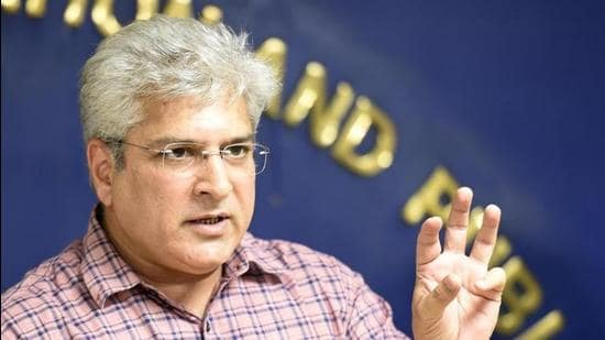 Transport minister Kailash Gahlot filed an appeal against a single judge's August 27 order, refusing to pass an ex parte order in the civil defamation suit against BJP MLA Vijender Gupta. (Arvind Yadav/HT)
