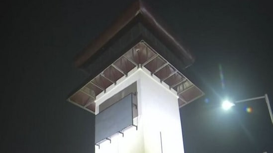 The smog tower at Anand Vihar which will be inaugurated today.(ANI Photo)