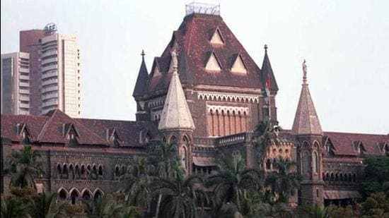 The fresh petition in HC seeks nod for all to travel by local trains in Mumbai. (HT FILE)