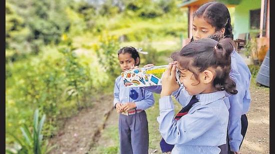 A science practical at Shri Timli Vidyapeeth, Uttarakhand.