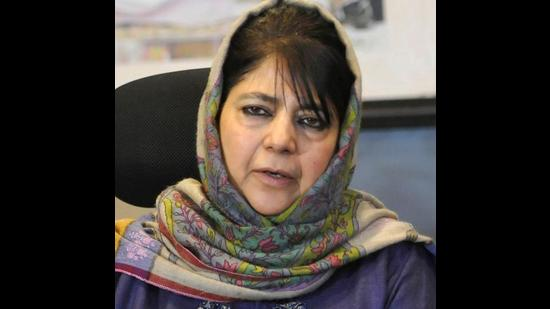 Jammu and Kashmir Peoples Democratic Party (PDP) chief Mehbooba Mufti had, on Monday, lashed out at the government for not allowing separatist leader Syed Ali Shah Geelani's family to conduct his last rites. (HT PHOTO)