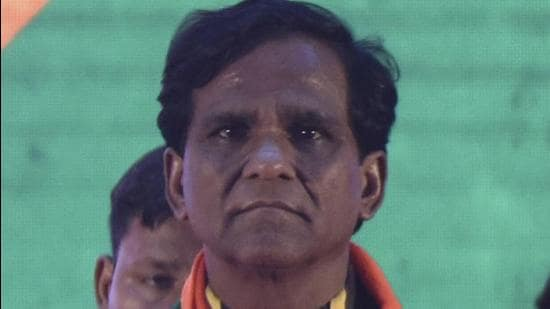 BJP minister Raosaheb Danve asked the state and railway officials to resolve concerns of people who will be rehabilitated for the Mumbai to Ahmedabad bullet train project. (HT Photo)