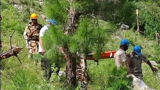 Himachal Pradesh's remote Kinnaur district saw a massive landslide that led to the death of passengers after the debris fell on a government bus at Nigulsari on August 11. Police and disaster response force personnel are looking for the elderly woman who went missing after Tuesday's accident. (HT file photo)