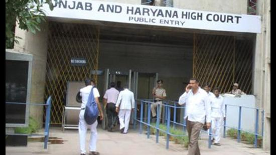 The Punjab and Haryana high court administration has reacted to some reports claiming that pendency in the court has gone up to 7 lakh cases during Covid. (HT photo)