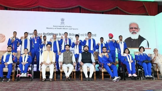 Sports Minister felicitates Paralympians, hopes for better show in 2024(SAI)