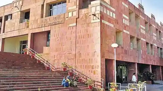 The university reopened in a phased manner on Monday for PhD research scholars, PhD (PWD) and 9B students who are to submit their papers by December 31 this year.(HT file photo)