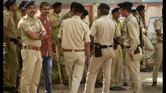 All police departmental heads and district police chiefs in Uttar Pradesh have been asked to complete the process of screening police personnel from the rank of constable to inspector. (Picture for representation)
