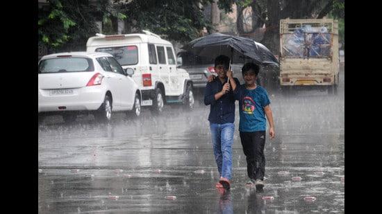 The weather change will lead to heavy rain over western districts of Uttar Pradesh, the IMD said. (Deepak Gupta/HT File photo)