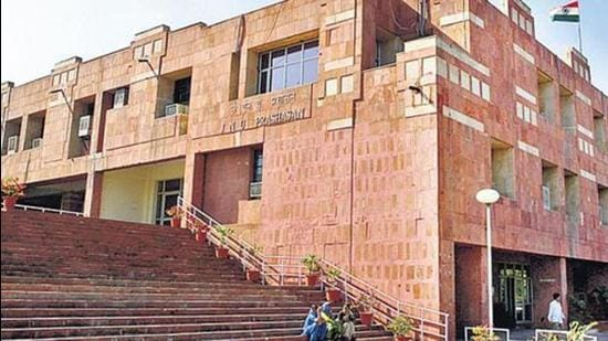 The teachers union of Jawaharlal Nehru University has condemned the decision to retain the current security agency that was at the helm when hooligans attacked students and teachers on the campus on January 5 last year. (HT Photo)