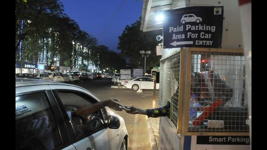 The municipal corporation commissioner, a week ago, had directed MC officials to inspect all parking lots in the city and report whether the provisions and facilities mandated under the parking contracts are being complied with. (HT File Photo)