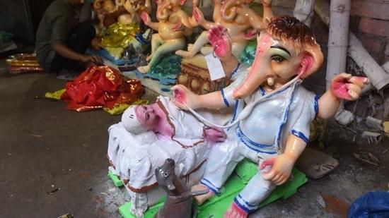 Ganesh Chaturthi 2021: An artist imagines Lord Ganesh as a doctor(HT photo by Deepak Gupta)