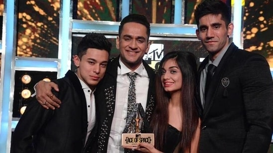 The first season of Ace of Space was won by Divya Agarwal. Pratik Sehajpal was the first runner-up while Varun Sood came third.