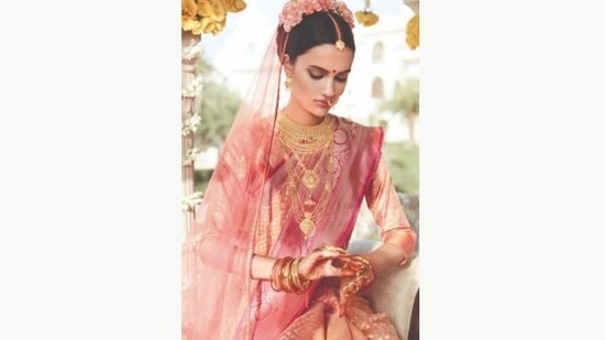 On the festival of Teej, women fast all day and get ready like Goddess Parvati in traditional wear with solah sringaar or sixteen adornments.