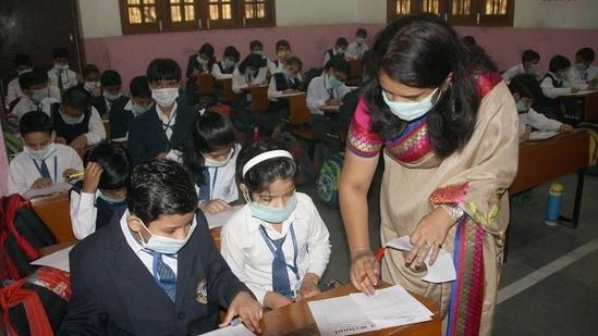 Students in a Haryana school wear attend classes wearing a mask. (Manoj DHaka/HT)(File)