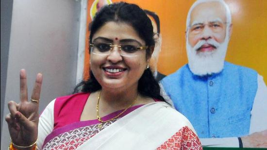 BJP's Priyanka Tibrewal flashes the victory sign after the announcement of her name as the party candidate for Bhawanipore Assembly constituency at the state BJP headquarters in Kolkata. (PTI PHOTO.)