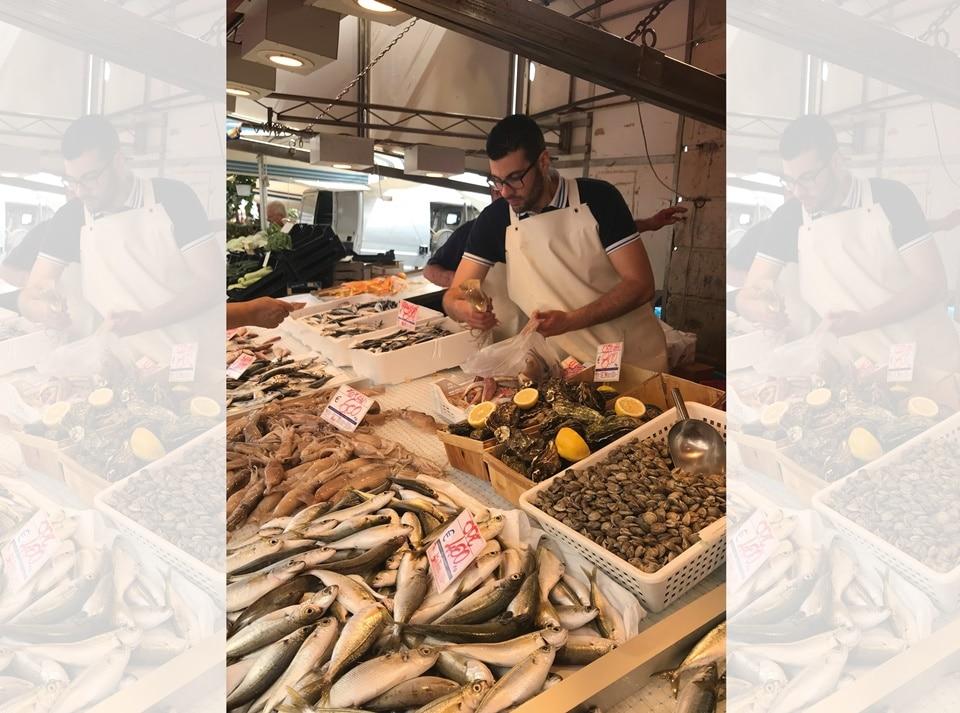 A seafood stall in Campania(Photo by Natasha Celmi)