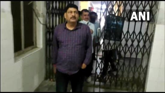 Suspended RPS officer Hira Lal Saini was brought to JLN Medical College in Ajmer for medical examination. (ANI)