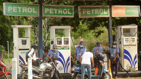 Central and state taxes on petroleum products contributed over <span class='webrupee'>₹</span>5.55 lakh crore in 2019-20.&nbsp;(HT PHOTO)