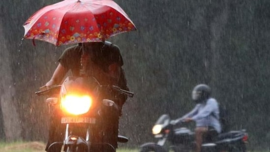 Bikers making their way through rain on Sunday. (KESHAV SINGH/HT)(HT_PRINT)
