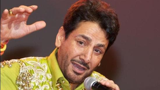 Gurdas Maan has moved HC for anticipatory bail in a case where he is accused of hurting religious sentiments in Nakodar on August 24. (HT file photo)
