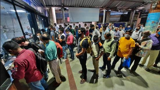The maximum number of season railway tickets for travelling by Mumbai locals were issued at Dombivli and Borivli railway stations. (HT FILE)