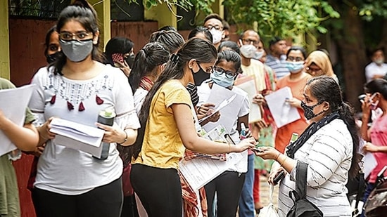 Exam officials screen NEET aspirants wait at the examination centre, at Delhi Cantonment in New Delhi(Sanchit Khanna/HT File)