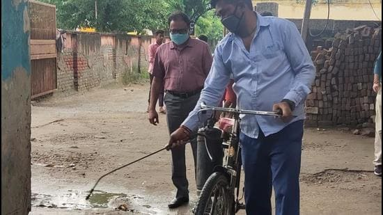 As per the Gautam Budh Nagar district malaria officer, Rajesh Sharma, regular anti-larvae fogging drives are being carried out across the district. (HT Photo)