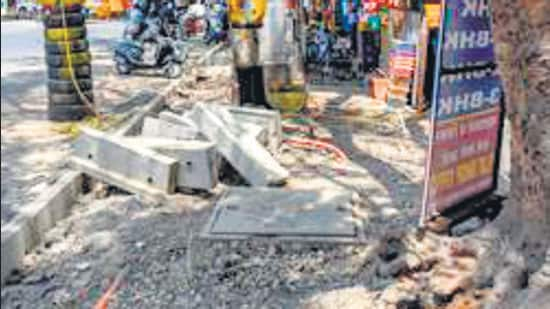 A footpath at Kothrud in Pune under repairs. Whether distributing bags or building roads or reconstructing the fairly new footpaths, the main interest for corporators – not just of the BJP but for all parties - is in awarding the contracts, and rent-seeking (HT FILE)