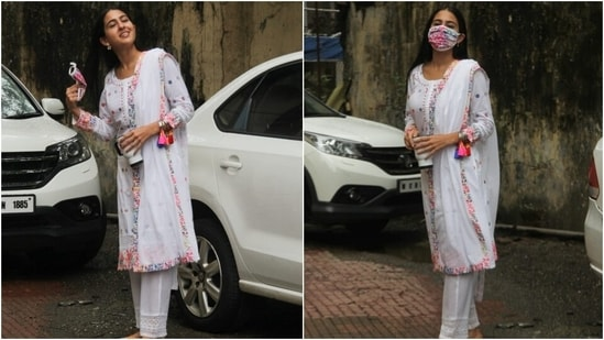 A pink, green, purple, blue and white floral print face mask served as a pretty and mandatory finishing touch. Sara wore embroidered multi-coloured juttis, left her tresses open in a middle parting, and opted for a bare face to complete her look.(HT Photo/Varinder Chawla)