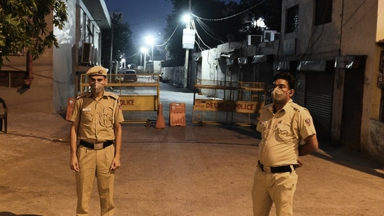 If possible Covid-19-related violations are left out, the figures decrease – backing anecdotal evidence that Covid-19 triggered lockdowns in reality led to a drop in crime.(Vipin Kumar/ Hindustan Times)