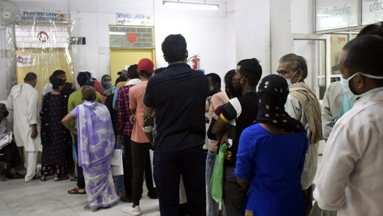 Number of patients visiting hospitals with viral fever are on the rise.(Representative Photo/Sakib Ali/HT)