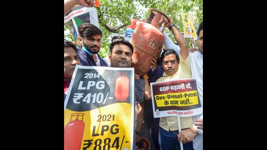 Members of Indian Youth Congress protest against rise in prices of essential commodities including cooking gas, in New Delhi (PTI)