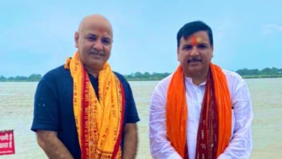 Manish Sisodia and Sanjay Singh in Ayodhya (twitter.com/msisodia)