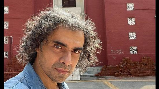 Bollywood filmmaker Imtiaz Ali recently visited his alma mater, Hindu College in DU's North Campus. (Photo: Instagram)