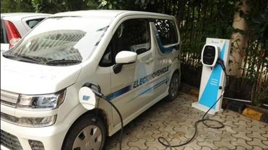 Experts say the city administration should consider offering concessions on land lease and new electricity connections that are needed for setting up an EV charging station. (Parveen Kumar/HT photo)
