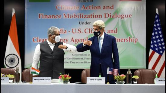 Union minister for environment and climate change Bhupender Yadav and United States special presidential envoy for climate John Kerry at the launch of CAFMD at Indira Paryawaran Bhawan in New Delhi on Monday, September 13. (Arvind Yadav/HT photo)