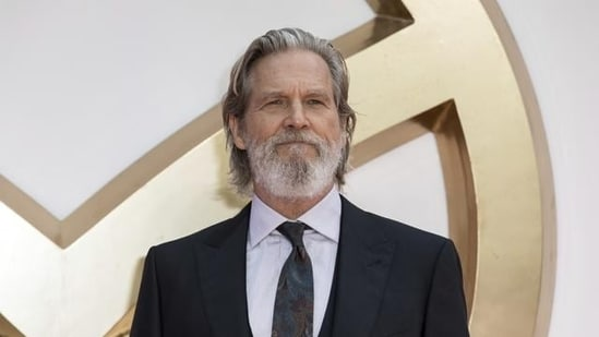 In October 2020, Jeff Bridges had revealed that he had been diagnosed with lymphoma.
