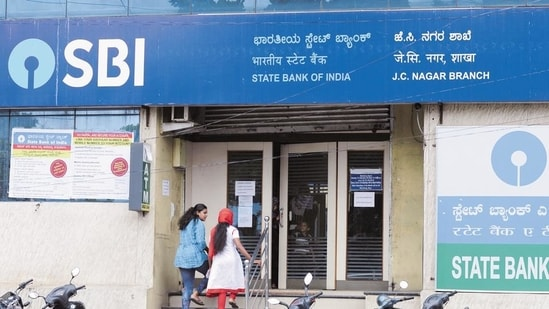 Earlier this month, SBI raised <span class='webrupee'>₹</span>4,000 crore through Basel compliant additional tier 1 (AT1) bonds.(Hemant Mishra/Mint)