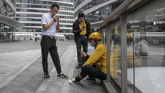 The new internet guidelines potentially provide a framework to further tighten the China's grip on internet giants from Tencent Holdings Ltd. to ByteDance Ltd.(Bloomberg)