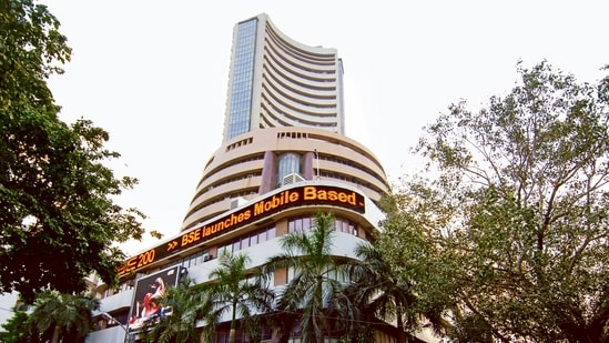 Sensex up by 476 points, closes at 58,723; Nifty settles above 17,500(File Photo)