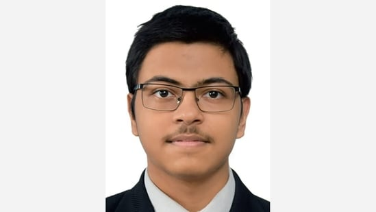 Vashi boy tops JEE Main, one of 18 students in the country holding rank 1