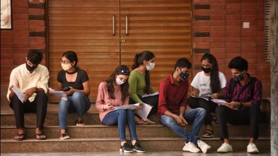 Students at Delhi University's Ramjas College on Wednesday. The Delhi University has allowed final year undergraduate and postgraduate students to return to campus for practical and laboratory work. The campus was shut down last year due to Covid pandemic. (Sanchit Khanna/HT Photo)