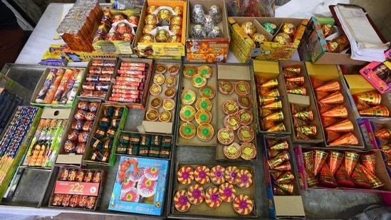 Delhi CM Arvind Kejriwal appealed to traders to avoid stocking up on crackers due to the ban and to avoid losses.(HT Photo)