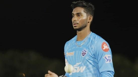 Delhi Capitals include Kulwant Khejroliya in main squad after spinner Manimaran Siddharth sustains injury(TWITTER)