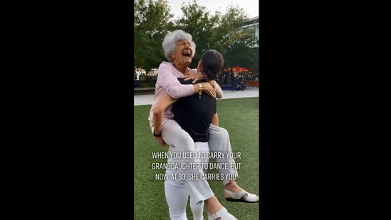 The image shows 93-year-old grandma with her granddaughter.(Screengrab)