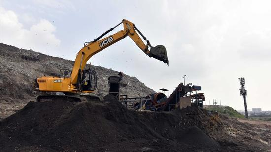 Spread over 46 acres, the Okhla landfill receives about 50% of the approximately 3,600 metric tonnes of waste generated daily within the SDMC area. (Sanjeev Verma/HT PHOTO)
