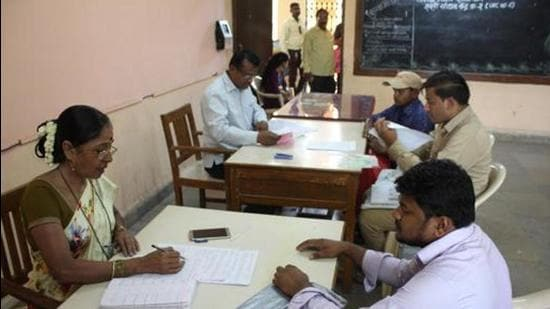 As per the RTE admission portal, a total of 985 schools have registered under RTE in Pune district. For these schools, there are a total of 14,773 seats available. Of these, 10,775 parents have sought admission and 3,998 seats are still vacant. (Praful Gangurde/ HT Photo)
