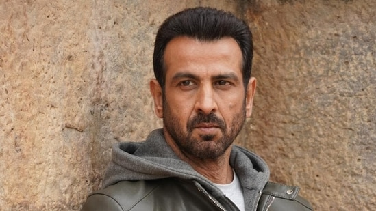 Actor Ronit Roy said that only a handful of his Bollywood clients stood by his security agency during the lockdown.