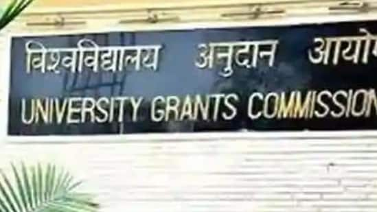 The directive by the UGC came following a request by the CBSE that noted that some universities make it mandatory for students to have studied mathematics as a subject at the senior secondary level to take admission in undergraduate courses in economics, commerce and social sciences.(HT file photo)