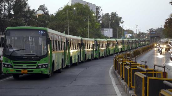 Pune Mahanagar Parivahan Mahamandal Ltd bus service for athletes going to Balewadi stadium will operate from Swargate, Shivajinagar, Pune Railway Station and Katraj. (HT FILE)